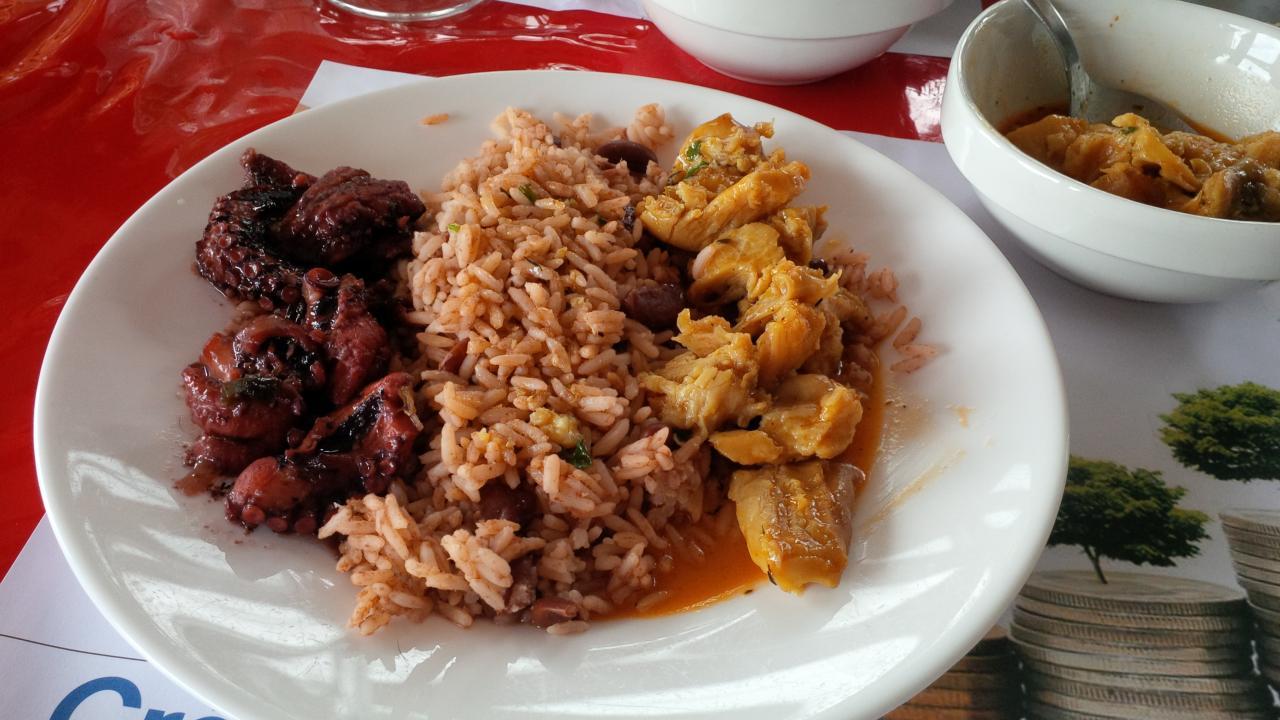 fricassées de lambi & chatrou  avec riz haricots rouges